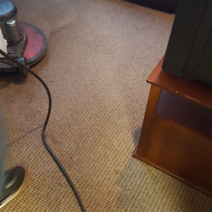 Piling up the carpet with a round swing floor machine